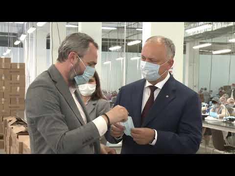Игорь Додон посетил столичное предприятие по пошиву медицинских масок