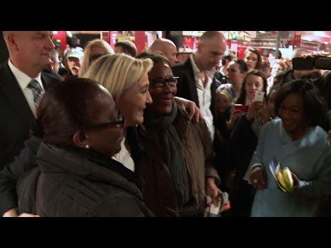 Marine Le Pen mise sur le vote rural au Salon de l'agriculture