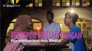 Video BERTEPUK SEBELAH TANGAN || FILM PENDEK #CINGIRE MP3, 3GP, MP4, WEBM, AVI, FLV Juli 2019