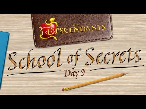 Day 9: Play - School of Secrets - Disney Descendants