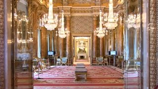 Video Queen allows tour of Buckingham Palace ahead of major renovation MP3, 3GP, MP4, WEBM, AVI, FLV Juli 2018