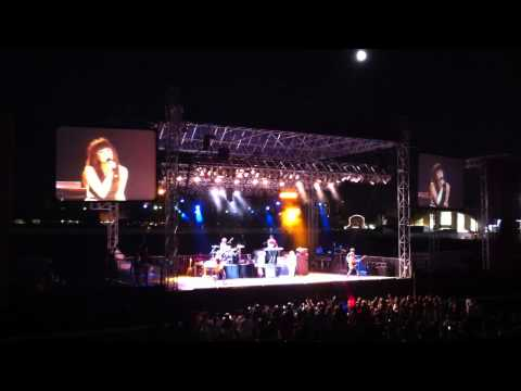 Carly Rae Jepsen - This Kiss (LA County Fair 09/01/2012) New Song w/ Lyrics