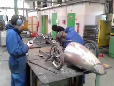 Comment construire une voiture en bois a pedale la for Construire sa voiture