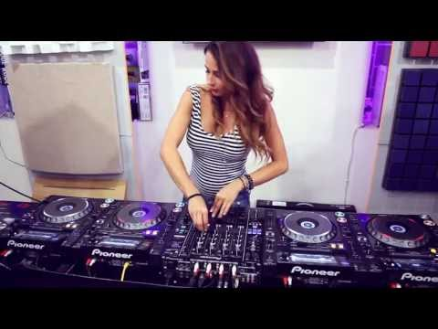 Juicy - My first ever experience of playing on 4 decks at the same time @ prodj shop (http://www.prodj.com.ua/). TRACKLIST: 1. Juicy M Intro 2. Matt Caseli & Danny F...