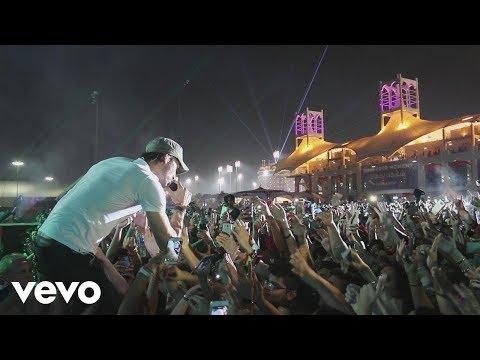Enrique Iglesias - SUBEME LA RADIO feat. Descemer Bueno, Zion & Lennox (Tour Video)