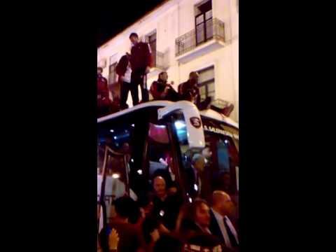 il pulman con i calciatori in festa per la città (zona pastena)