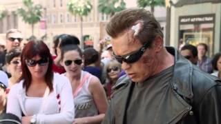 Video Quand Arnold Schwarzenegger se déguise en Terminator pour une caméra cachée flippante ! MP3, 3GP, MP4, WEBM, AVI, FLV Mei 2017