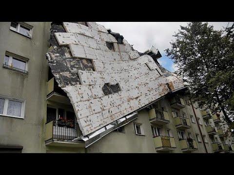 Νεκροί και καταστροφές από τις σφοδρές καταιγίδες