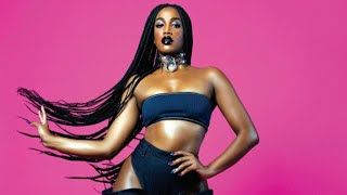 image of Iza (Part. Gloria Groove & Carlinhos Brown) - Rebola - LETRA (Lyric Vídeo)