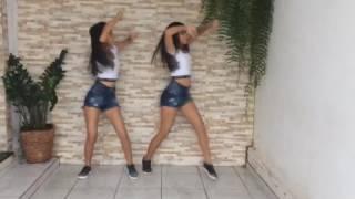 Aprenda a coreografia de Estouro (Gabriel Lorenzo part. Bruno e Barreto) e dance com a gente! Gostou? Curta, deixe seu comentário e inscreva-se no canal!Facebook Oficial: https://www.facebook.com/OficialYoutubegemeascom/Instagram Oficial: https://www.instagram.com/gemeas_com/LETRA:Eu vou ensinar a vocêAprender a viverUma vida de luxoTe pego na sua casaRumo a baladaMais top do fluxoChegando de importadoLançamento mais caroAté o momentoPode ficar a vontadeVai observandoO que é investimentoRoda cromada de espelhoPra ela arrumarO seu vestido curtoE o ouro levantaA moral transformandoDe bela a mais top do mundoEu vou te apresentarO melhor que a vidaTe ofereceTaça de ouro ou de prataChama as amigas e bateUma selfieHashtag estouroDa noite com patrãoÉ open bar é dos mais carosPra chamar sua atenção