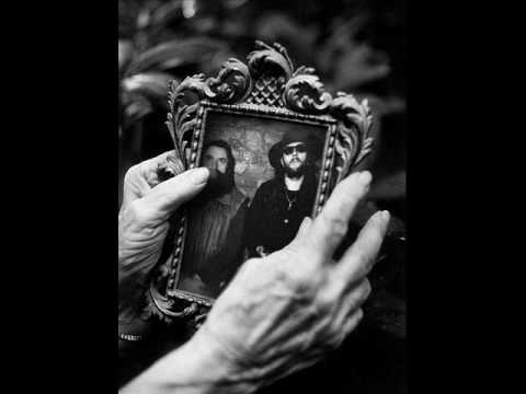 Tekst piosenki Dżem - Buty, pięści, pas po polsku