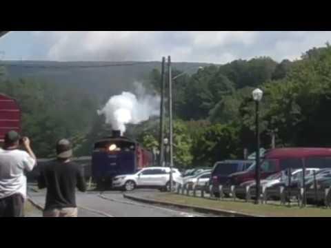 Puusilmä autoilija unohtaa katsoa että tuleeko sieltä juna