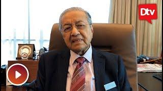 Tun Mahathir, Siti Hasmah terharu bila Chong Wei bersara