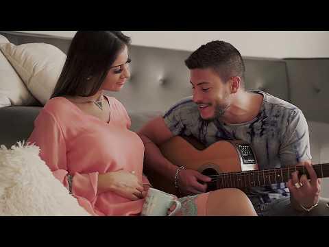Arthur Aguiar anuncia gravidez de Mayra Cardi com videoclipe. Assista