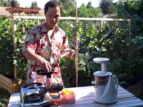 Omega 8006 Juicer vs Hurom Slow Juicer Juicing 5 pounds of carrots