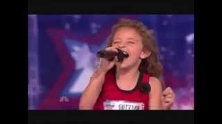 Video The little girl sings like a Alvin and the Chipmunks ! MP3, 3GP, MP4, WEBM, AVI, FLV Maret 2018