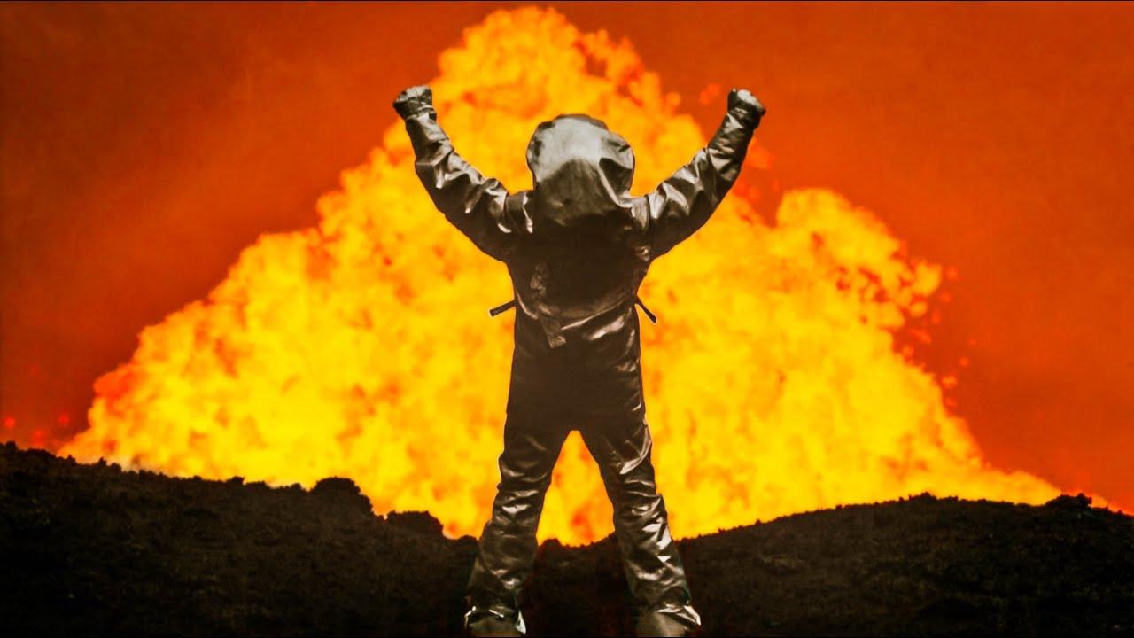 Sfida la morte ma tocca il vulcano… un'emozione impagabile