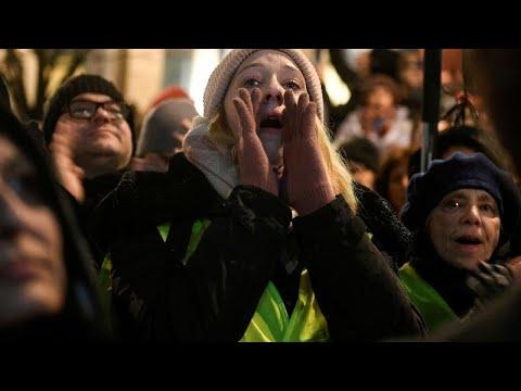 Στους δρόμους θεατρόφιλοι και αντιπολίτευση για το νέο νόμο περί χρηματοδότησης των θεάτρων…