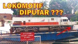 Video Proses Pemutaran Lokomotif di Turntable Stasiun Malang Kota Baru MP3, 3GP, MP4, WEBM, AVI, FLV November 2018