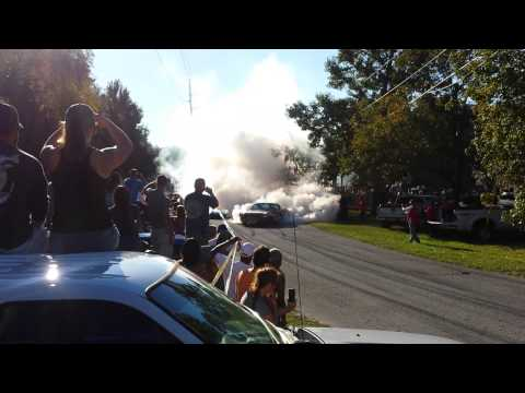 Classic Mustang burnout impresses friends, neighbors