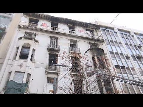 Μεγάλη φωτιά σε ακατοίκητο νεοκλασικό κτήριο στην Πατησίων