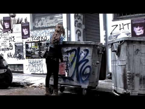 Τα Εξάρχεια αυτοσυστήνονται με άποψη και τσαμπουκά (video)