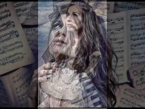 Tekst piosenki Sylwia Grzeszczak - Młody Bóg po polsku