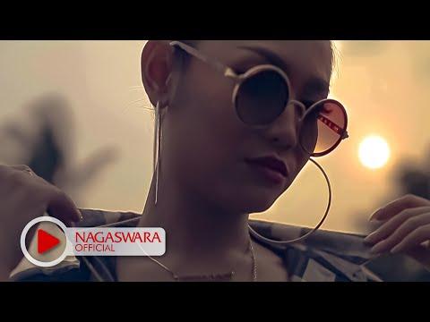 Devy Berlian - PHP ( Pemberi Harapan Palsu ) Remix Version - Official Music Video - NAGASWARA