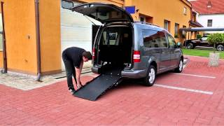Snížení podlahy + nájezdová rampa 002 ve voze VW Caddy