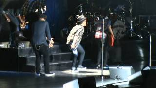 Bruno Mars dancing in his Concert in Milan - Runaway Baby