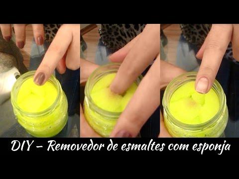 Remover esmalte com esponja