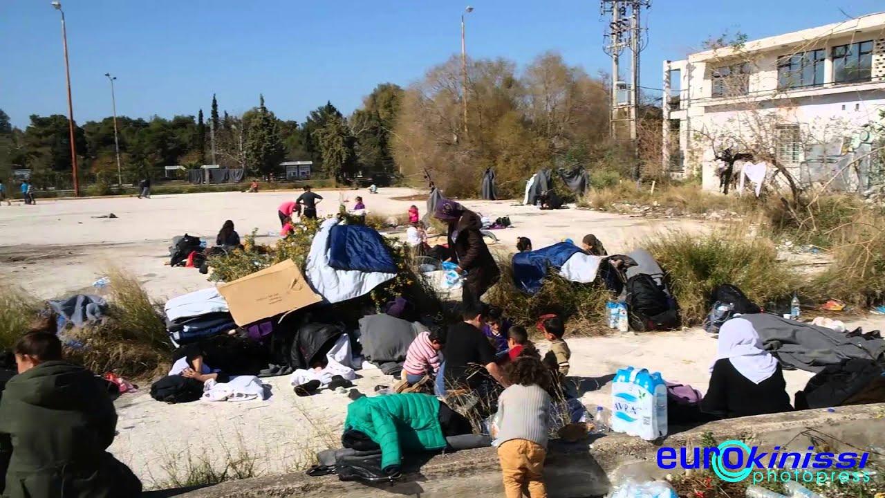 Πρόσφυγες στις εγκαταστάσεις του πρώην αεροδρομίου