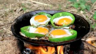 Video Survival skills: Chicken eggs in peppers grilled on clay for food - Cooking eggs eating delicious MP3, 3GP, MP4, WEBM, AVI, FLV November 2018
