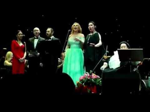 Певица Камалия исполнила песню на концерте Монсеррат Кабалье (видео)
