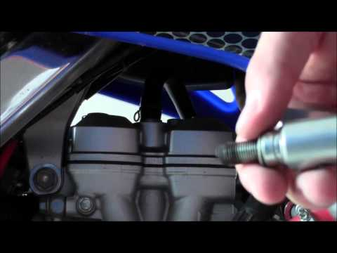 YZ250F Spark Plug Removal & Replacement - Applies to MOST 4-Stroke MX Bikes - Demo on 2008 Model (видео)