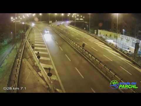A24, auto in contromano innesta la retromarcia VIDEO