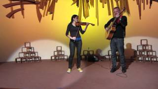 Video Rev Kevin Hugget and Sylva Švejdarová playing Autumn Leaves