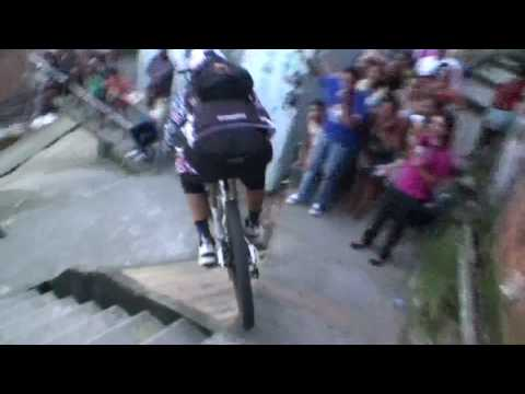 Amazing POV – downhill MTB bike race in Brazilian favela