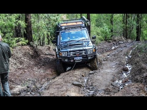 4×4 offroad extreme mud hill climb fail & recovery