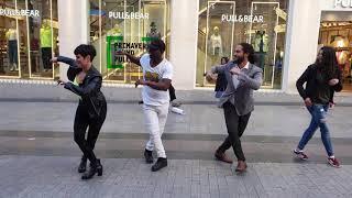 Peruano  Pronone  bailar salsa y Alicia BAILARINA  Española Y EL PÚBLICO SE UNEN l Madrid timbera