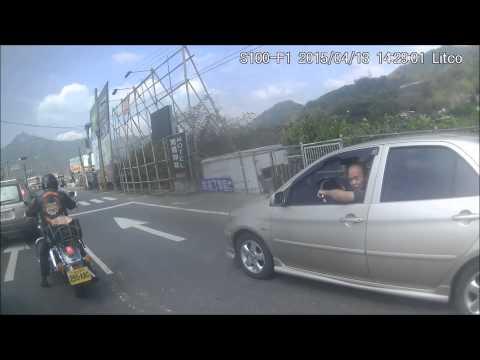 台灣馬路上捕獲野生『火雲邪神』,不讓會被撞到地上!