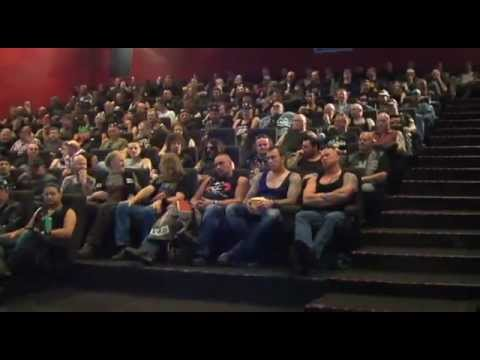 148 przypakowanych motocyklistów w sali kinowej i Ty wchodzisz ze swoim facetem! Jak zareaguje?