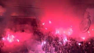 A maior festa que a Vila Belmiro ja viu, na chegada do onibus do SANTOS ao templo sagrado.
