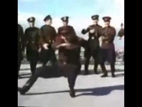 RUSSIAN MILITARY GUY DANCE I THINK видео