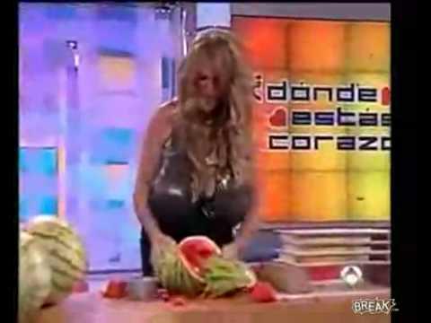 人間胸器!這樣開西瓜才有霸氣!