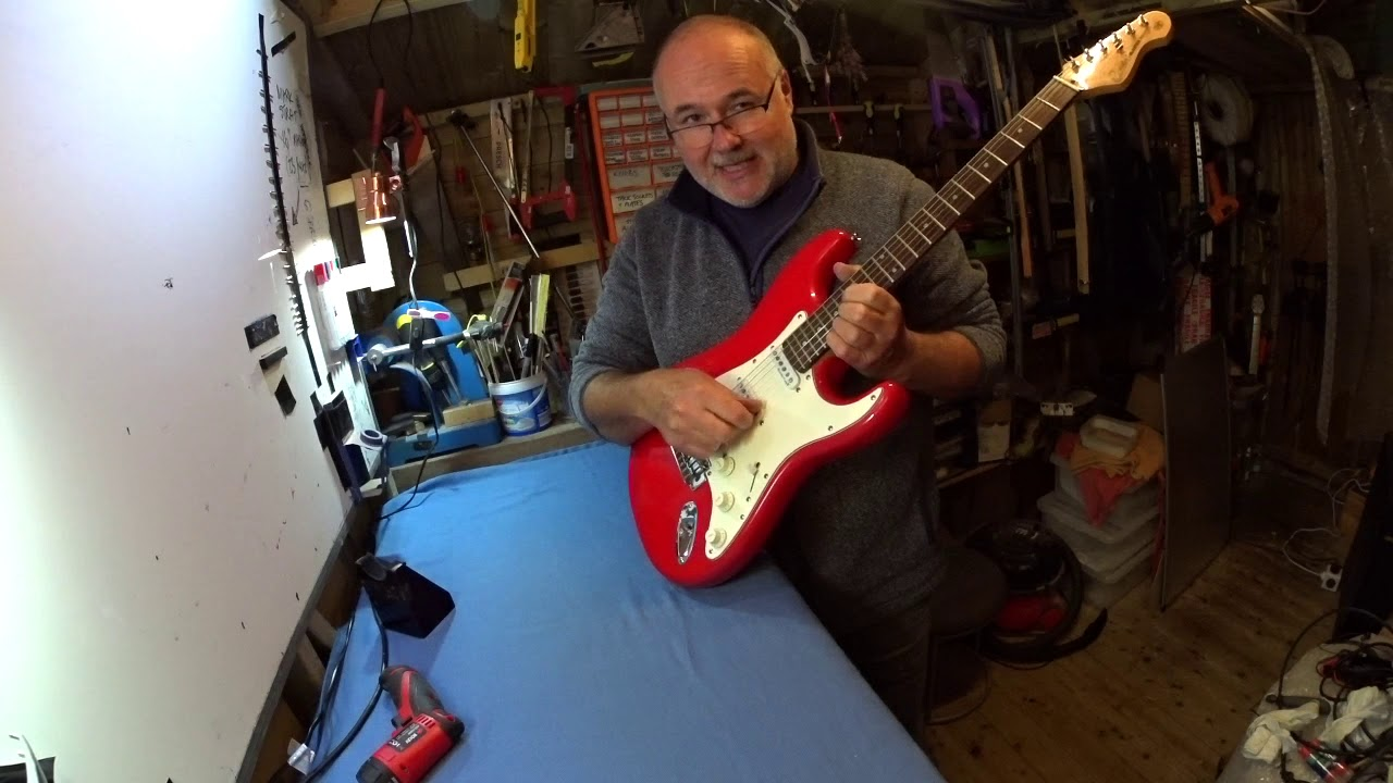 What's inside an electric guitar? A quick take-apart for beginners