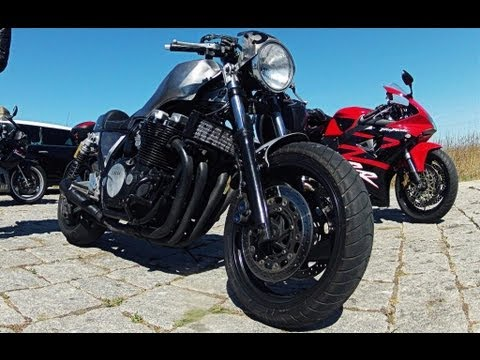 racer - My friend's Yamaha XJR 1300 Cafe Racer, awesome motorcycle, loud and fast. Some wheelie's, fly by's, walkaround the bike and reving it up. GoPro HERO2 HD.