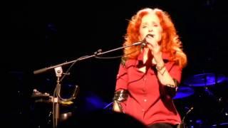 Download Lagu I Can't Make You Love Me - Bonnie Raitt - Terrace Theater - Long Beach CA - Feb 15 2017 Mp3