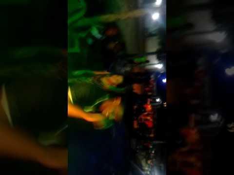 RADIOLA MUSICAL GIGANTE NEGRA TOCANDO HOMEM DE FAMÍLIA EM ( MOJÓ BEQUIMÃO)ESPANCANDO NA QUALIDADE