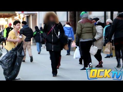 Un vagabundo es la única persona que ayuda a un niño congelado en las calles de NY